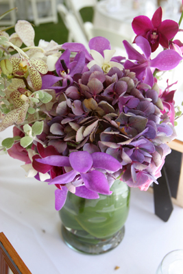 Lavender table flowers for a maui wedding