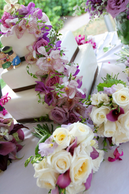 Lavender theme wedding cake