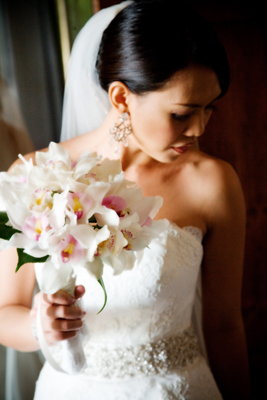 white blooms for a maui wedding
