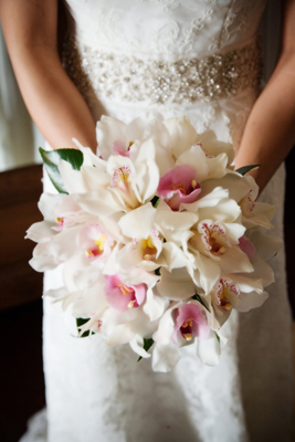 simply wonderful white bouquet