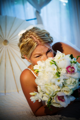 maui bride with white bouquet