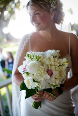 luxurious white bridal bouquet maui