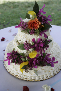 butter cream wedding cake Maui